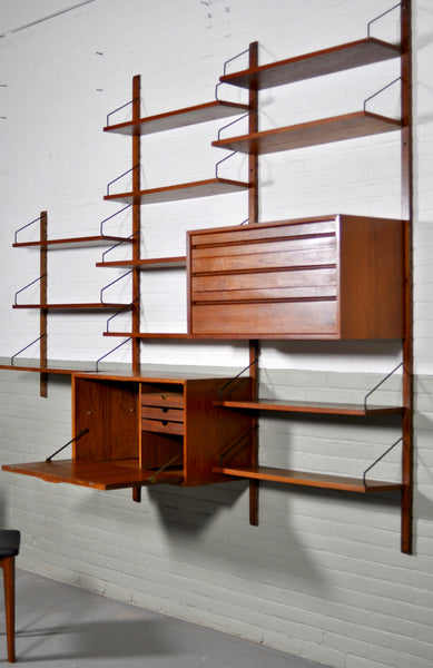 Royal Wall System shelving by Poul Cadovius