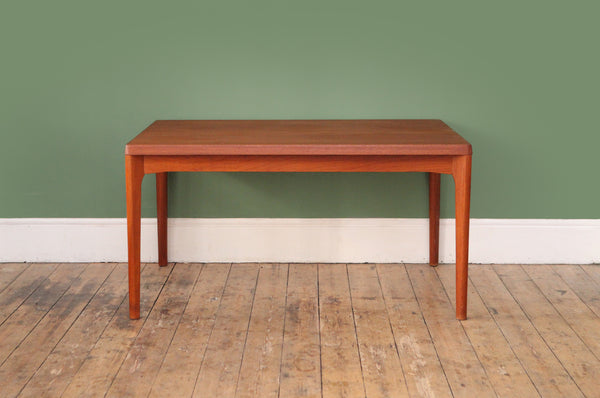 Extendable dinning table by Henning Kjaernulf - Forest London