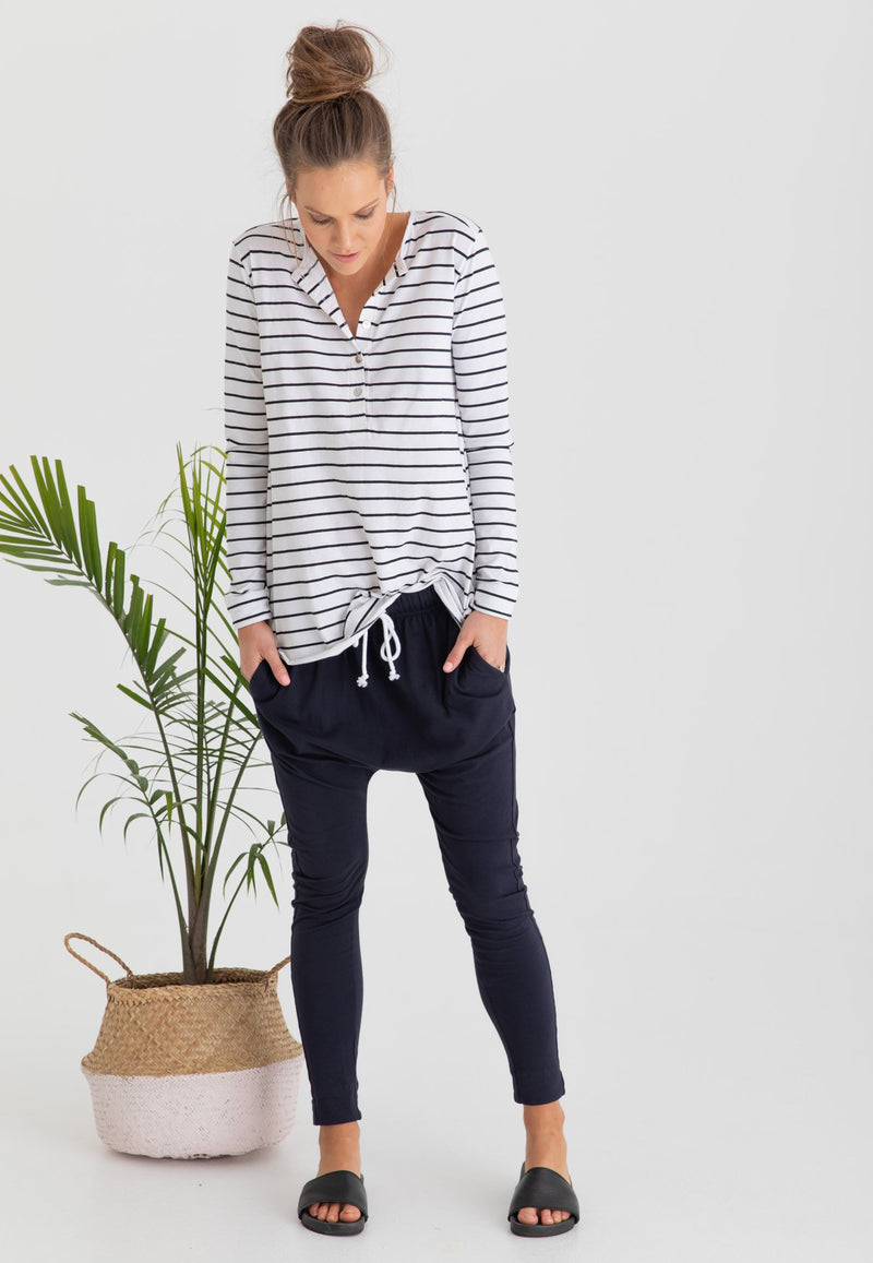 Organic Cotton + Stripes...need we say more?! Our new motherhood must-have Hendrix Organic Cotton Tee, features a fully relaxed fit to ensure no clinging on a full term bump and/or post baby tummy. Cute maternity clothes Canada. Breastfeeding dresses Canada.
