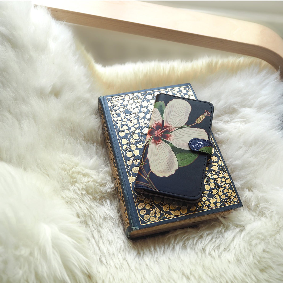Leather Folio Phone Case - iphone 8 plus leather case - bifold phone case – Flower phone cover