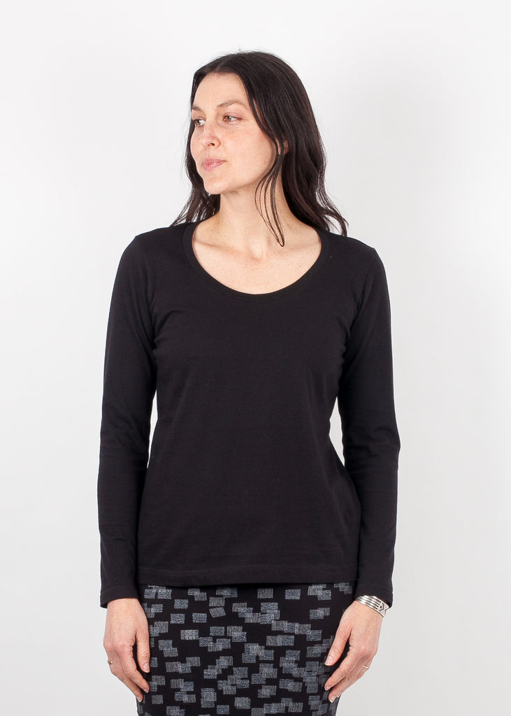 Long Sleeved Scoop - Black