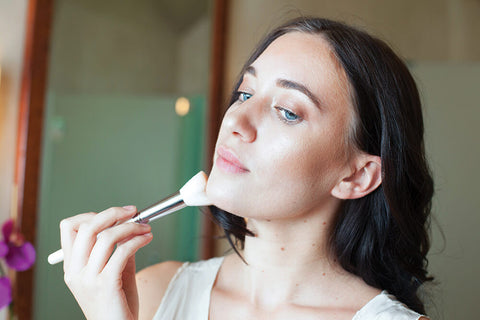 Blog Feed Article Feature Image Carousel: How-To Video: Perfect That Bronzed Summer Glow with Organic Beauty