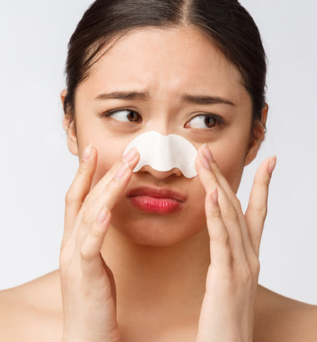 Blog Feed Article Feature Image Carousel: Blackhead Removal That Doesn't Damage Your Skin