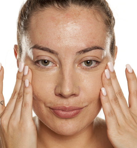 Blog Feed Article Feature Image Carousel: Natural Makeup Tips for Hyperpigmentation