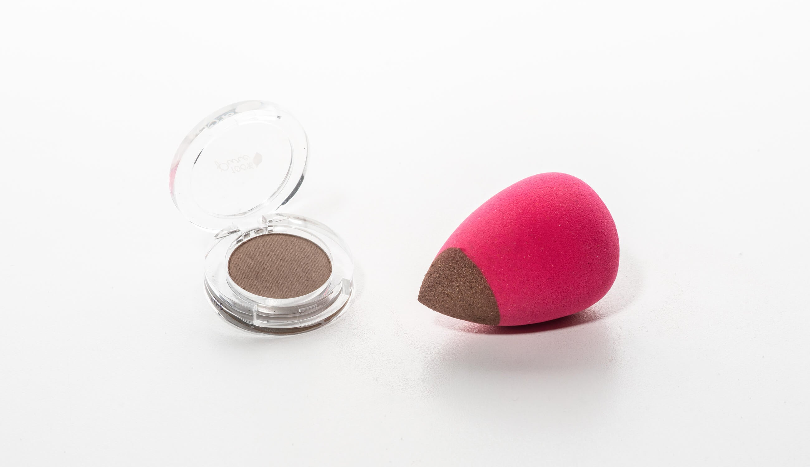 Eye shadow product with Makeup Blender