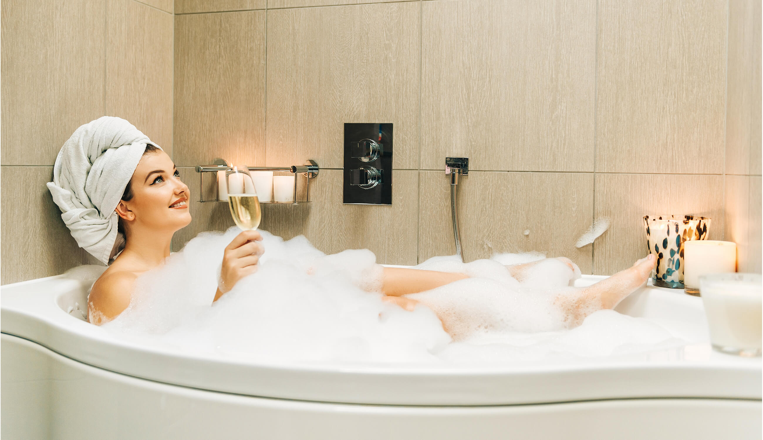 Main_relax in a tub with wine