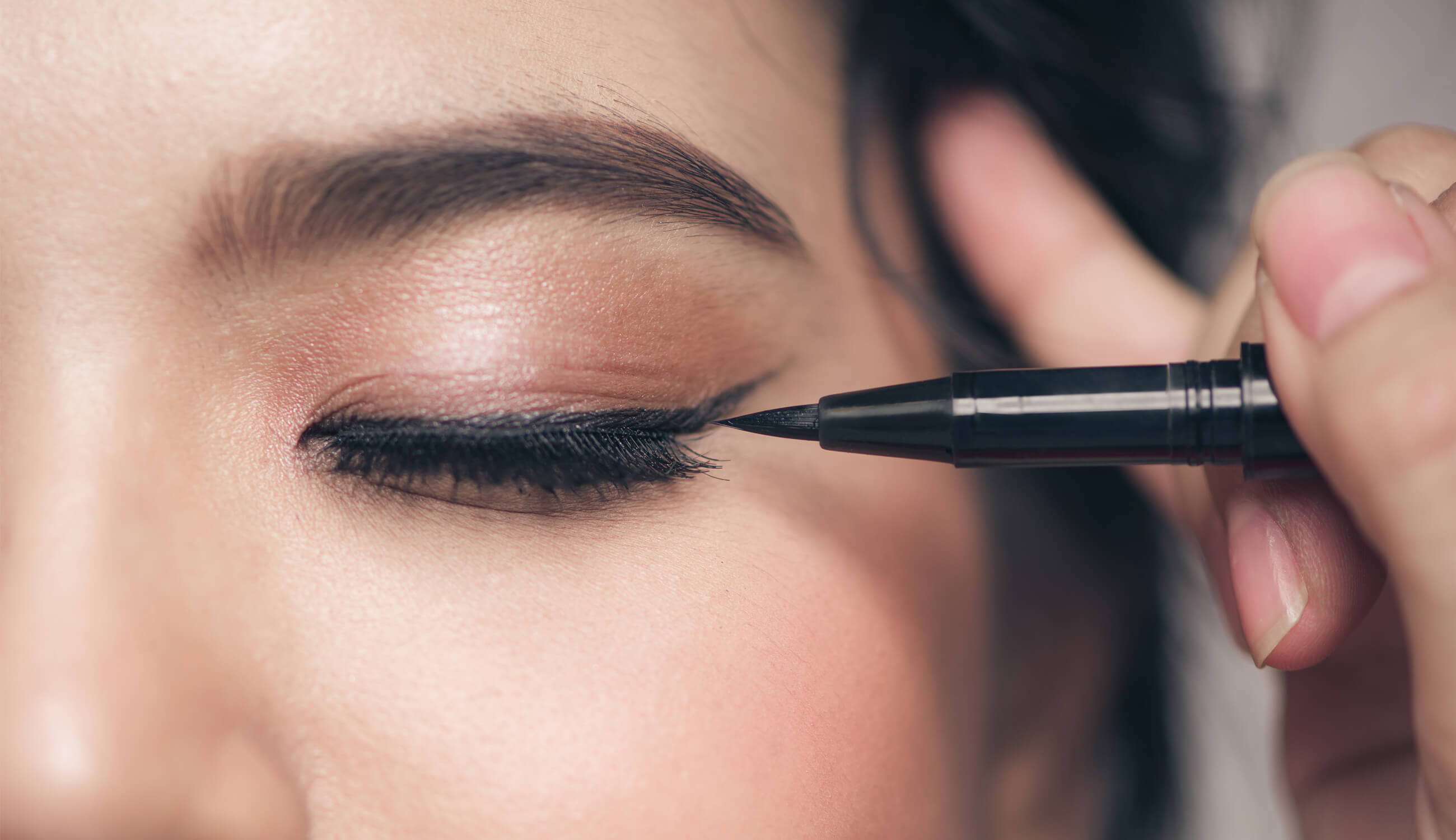 The Allure Of Winged Eyeliner Look 100 Pure