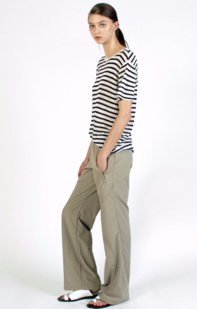 Ease - Travel Pant in Taupe