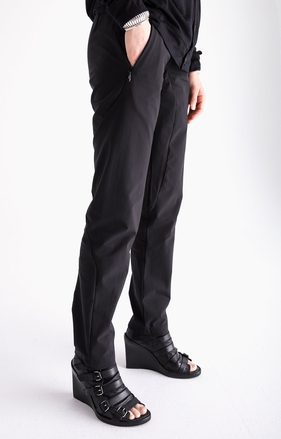 Minimalist - A Beautiful Slim-Fit Tech Travel Pant Black