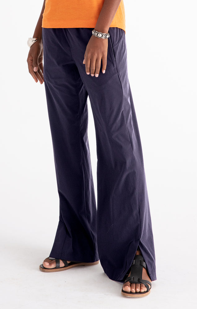 Escape - Relaxed Elegance Pants in NAVY