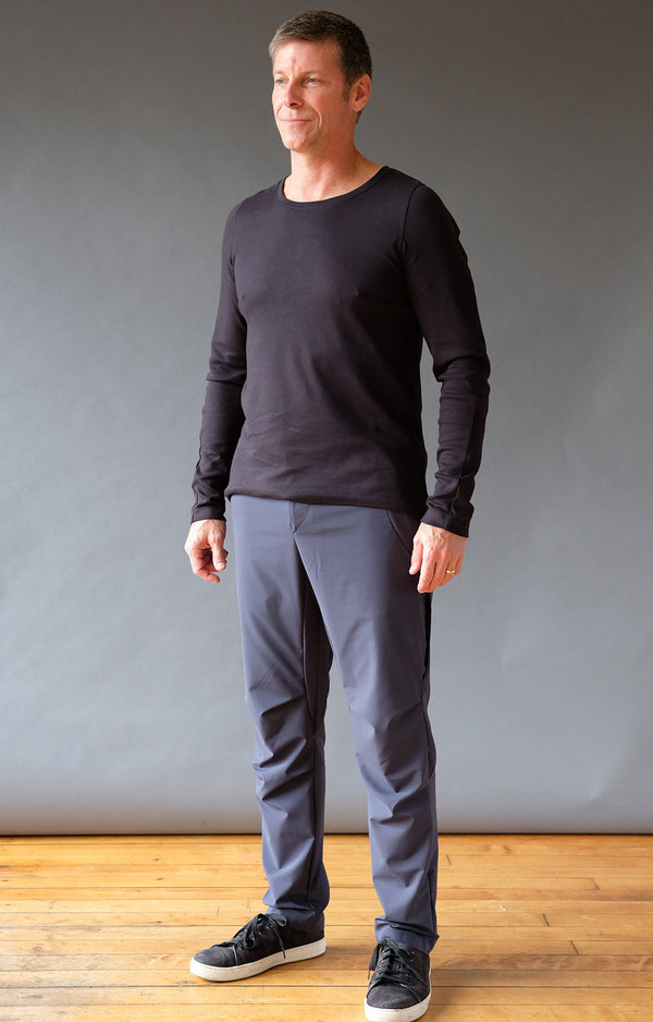 Untethered – Slim-Fit Smart Tailoring Tech Trousers Navy