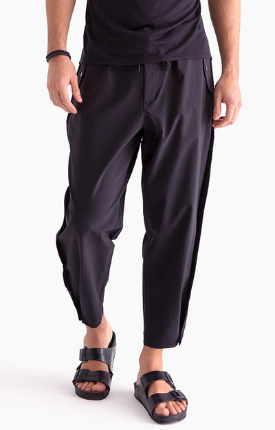 Wanderlust - Cropped Stretch-Tech Trousers in Black