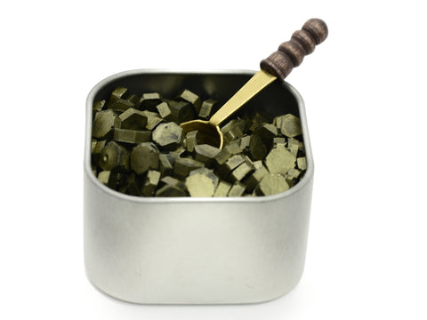 Freund Mayer Sealing Wax Beads in Tin with Spoon- Moss Green
