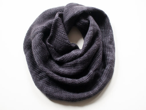 Pure Cashmere Möbius Loop Scarf in Charcoal Grey