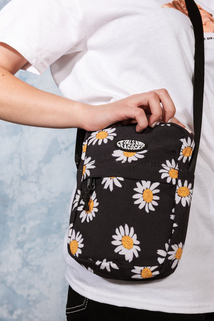 Pocket Full of Daisies Shoulder Bag