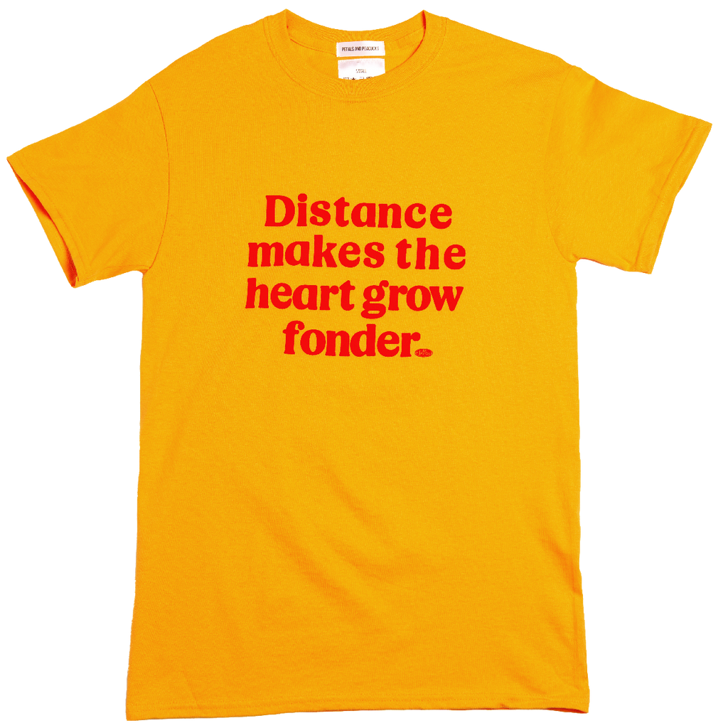 <transcy>From A Distance Tee en or</transcy>