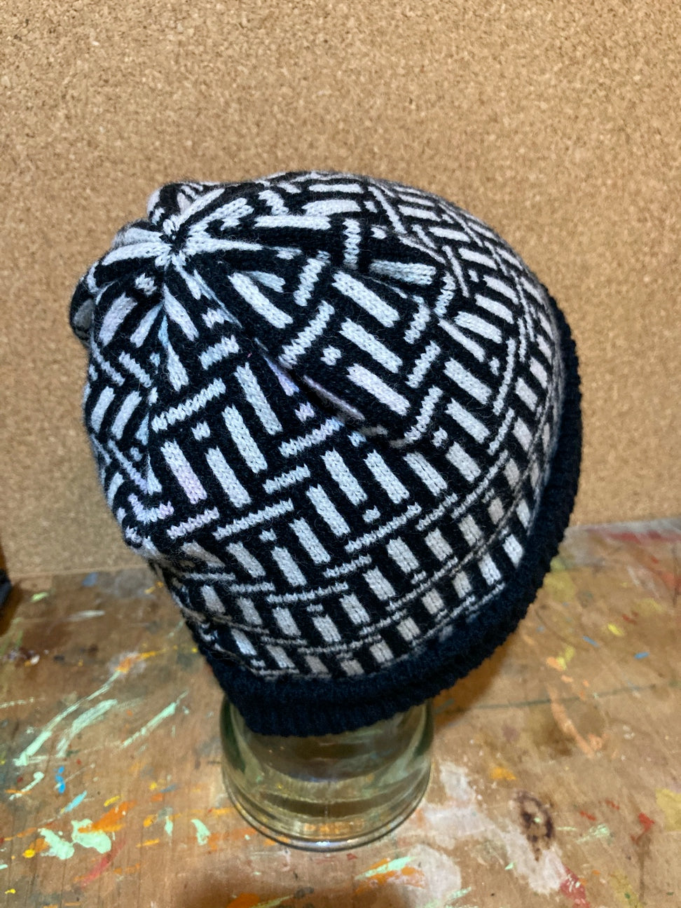 Kinetic Pattern Hat Black and White