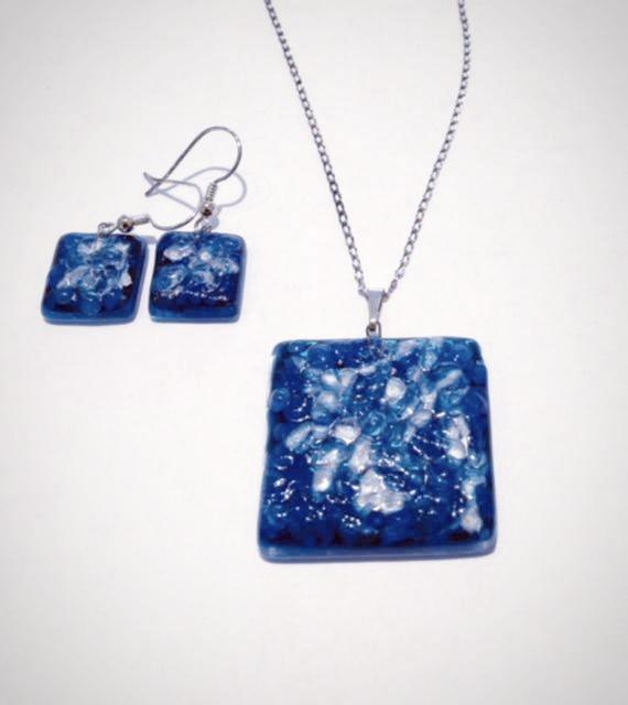 Blue and White Pendant Set