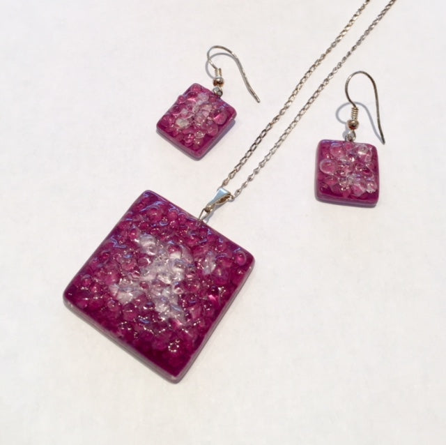 Violet and White Pendant Set
