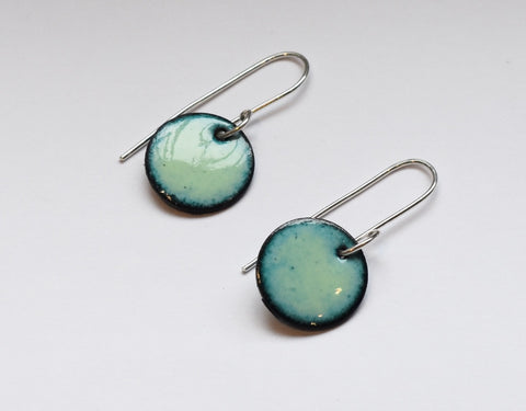 Round Enamel Earrings (Pale Green)