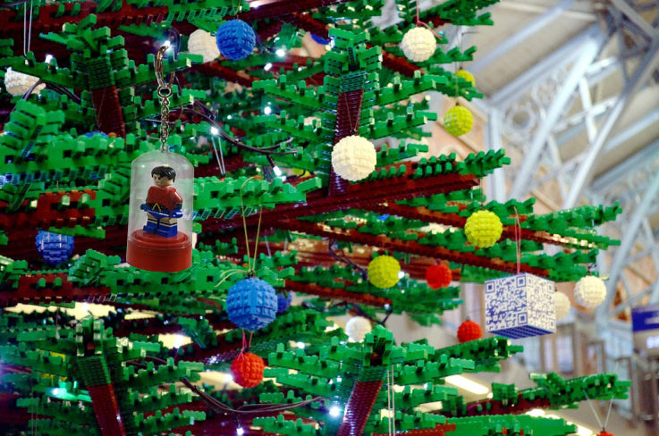 LEGO®-Minifigure-Key-Chain-Christmas-Tree-Ornament-with-minifigures-included-red-sold-by-Brick-Loot-displayed-on-a-Christmas-tree