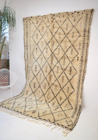 Vintage BENI OURAIN Rug Hand knotted Berber Rug