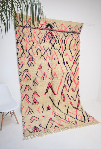 "BENI OURAIN 5'9 x 10' 5"" <> Moroccan Rug Abstract Tasseled Mid Century Modern Rug."
