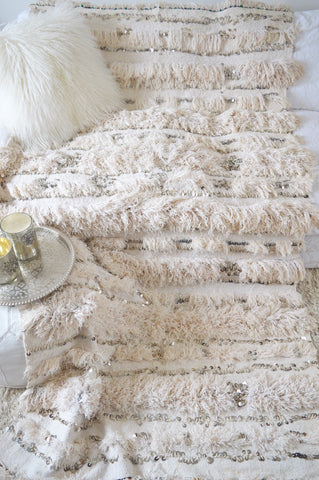 White Vinrsge Moroccan Wedding Blanket
