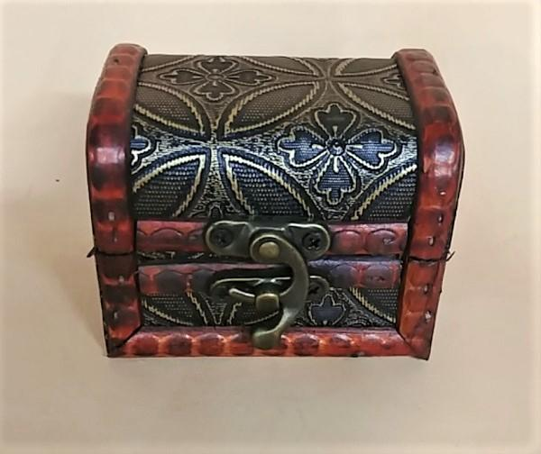 Embossed Wood Box w/Latch - Clover