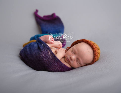 multicoloured knitted wrap set