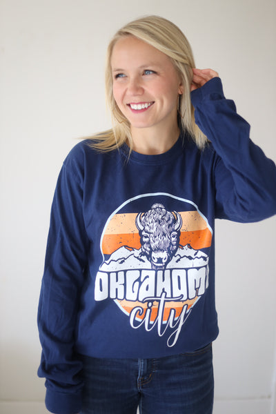 OKC SPIRIT: Retro Buffalo Stripes & Circle - Comfort Longsleeve