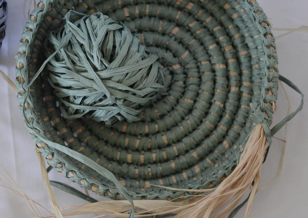 Coil basket weaving methods // Paperphine Paper Raffia Bowl