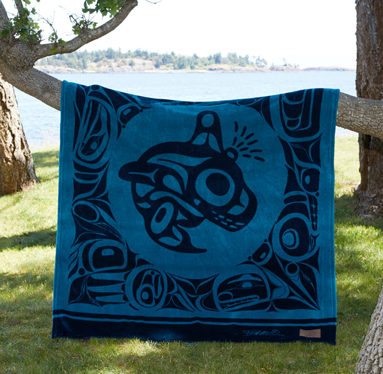 "Bill Helin© ""The Orca"" Velura Throw Blanket - Tsimshian"