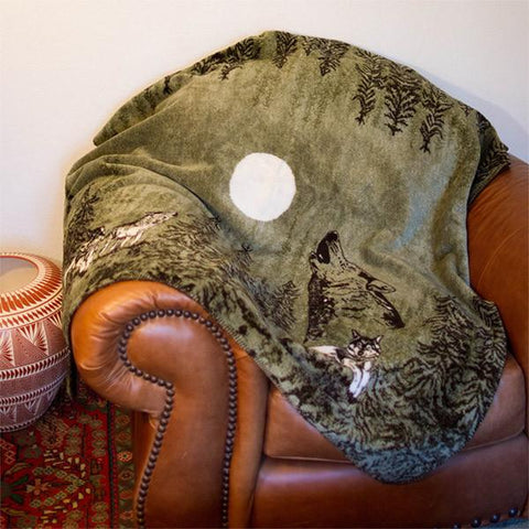 Denali Microplush™ Rustic Lodge Throw - Howling Wolves