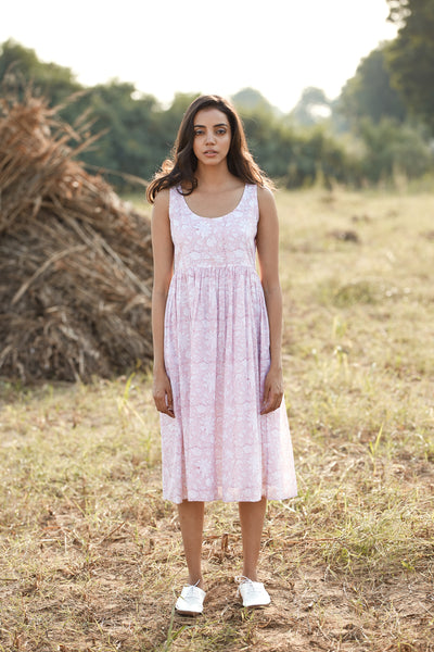 The perfect Feroza summer dress in 100% hand block printed cotton. An all day dress that transitions from day dress to evening dress. Hand block printed summer dress in dusty rose with pockets. Summer dress perfect for Singapore weather.