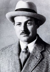 Hemingway looking sharp in a classic Panama Hat