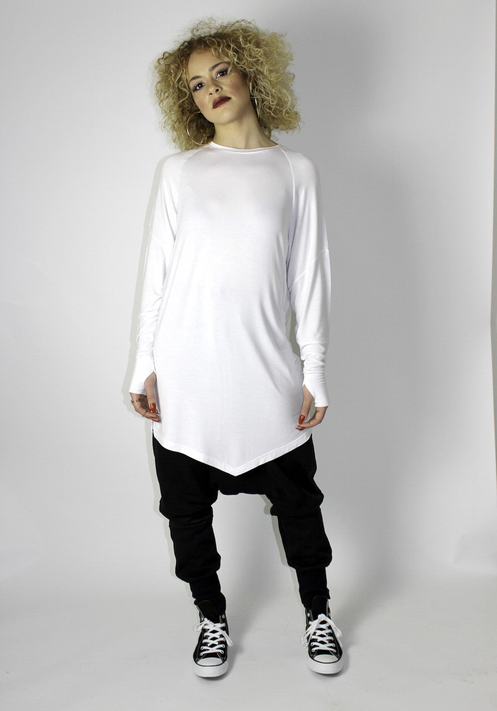 DREWSKI BY HEENY - Dagger Longsleeve Tee - White - •ÈÀOversized longsleeve t-shirt with angled front, straight seemed back and raglan cut sleeve