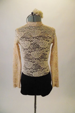 Antique beige rose lace covers the black sweetheart base torso of this long-sleeved leotard, the black bottom and deep open back adds that extra flare of elegance. Comes with a hair accessory. Front