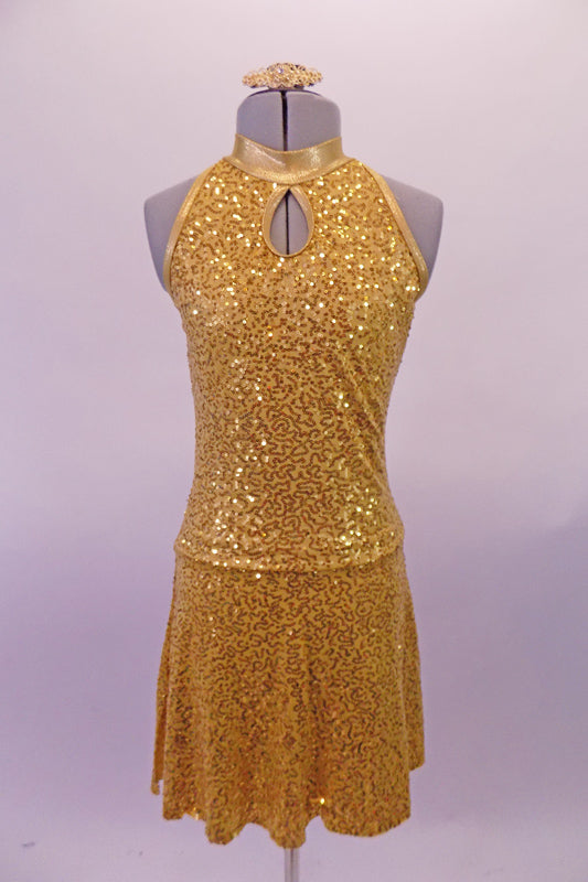 The simple but elegant gold fully sequined halter dress had a peekaboo hole at the front below the collar band. The circle skirt is a knee length and flows nicely. Comes with a gold hair accessory. Front