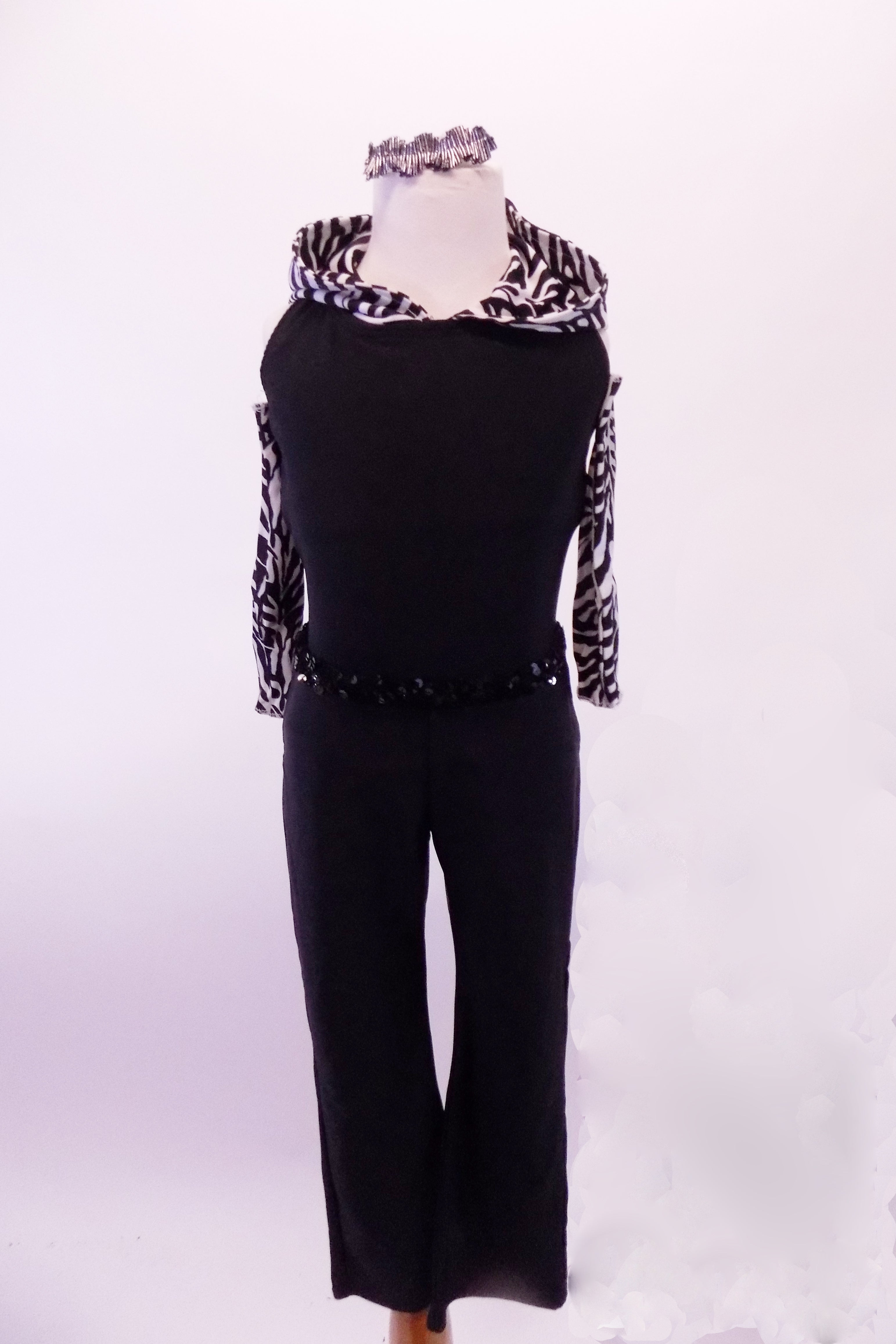 Zootopia inspired black halter collar top has zebra print collar and hood. The matching black pants have a sequined belt. Comes with zebra print long gauntlets. Front