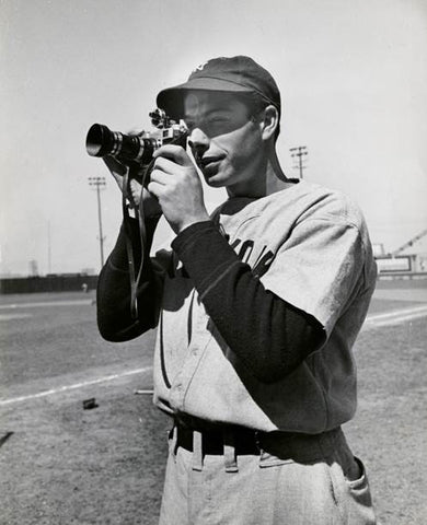 Mydans, Carl: New York Yankee Joe DiMaggio in the field with a camera, 1939