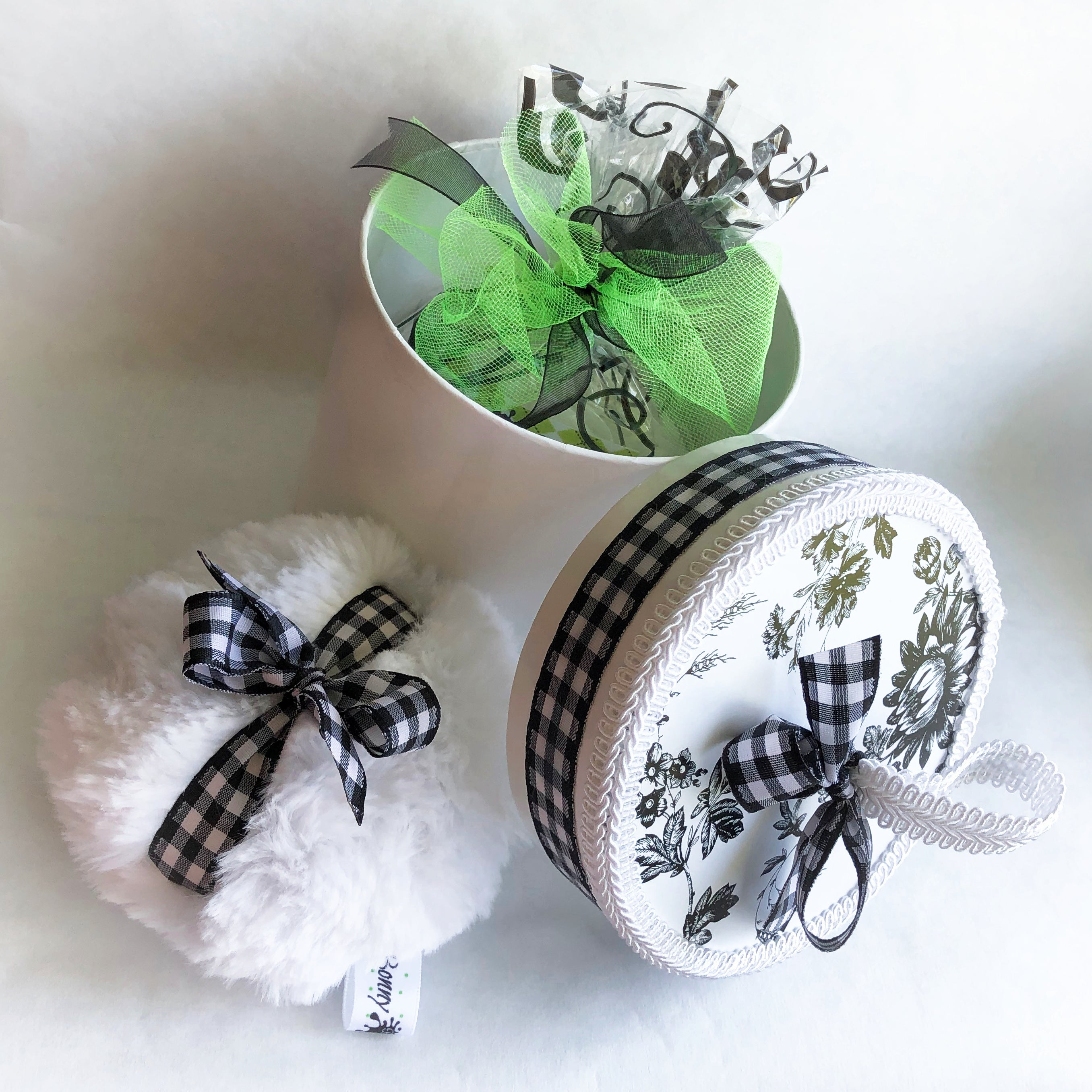 Body Powder Puff Set - black and white gingham - talc and cornstarch free - dusting powder - buffalo check plaid