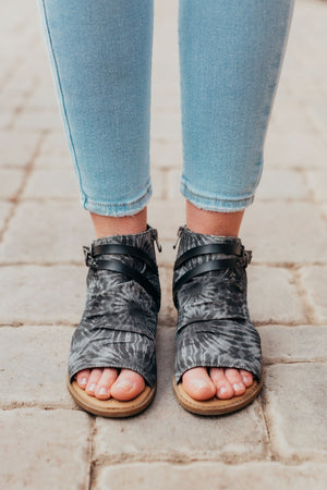 Blowfish Blumoon Sandal - Black Tie Dye
