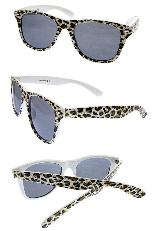 Womens plastic animal classic fashion sunglasses.