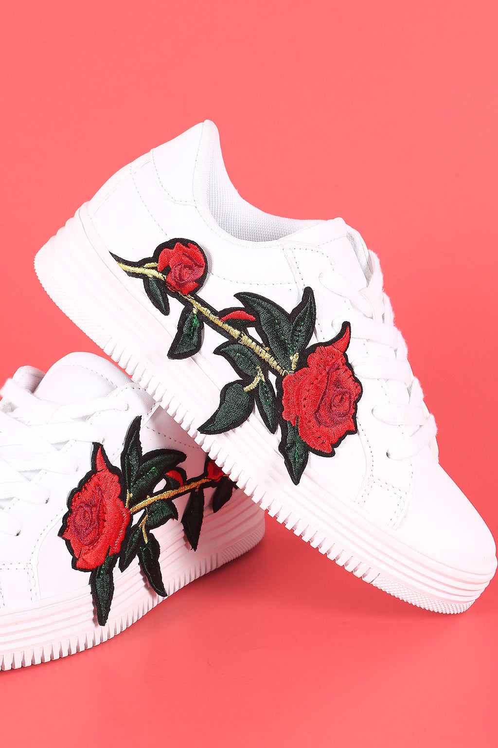Embroidered Rosette Patch Round Toe Lace-Up Sneaker