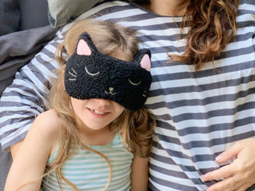 Huggable Mysterious Cat Face Mask
