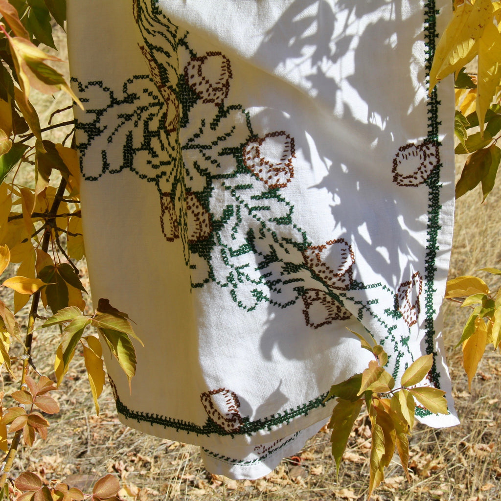 Hand Embroidered Acorn Tablecloth {vintage}