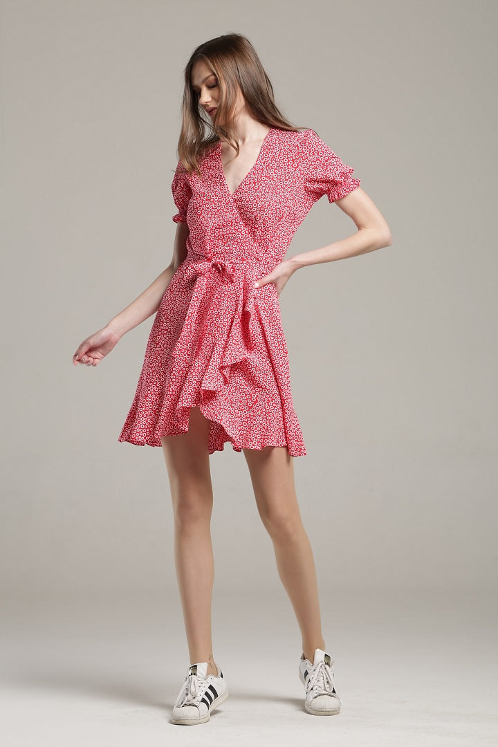 Ruffled wrap dress with short sleeves in red print