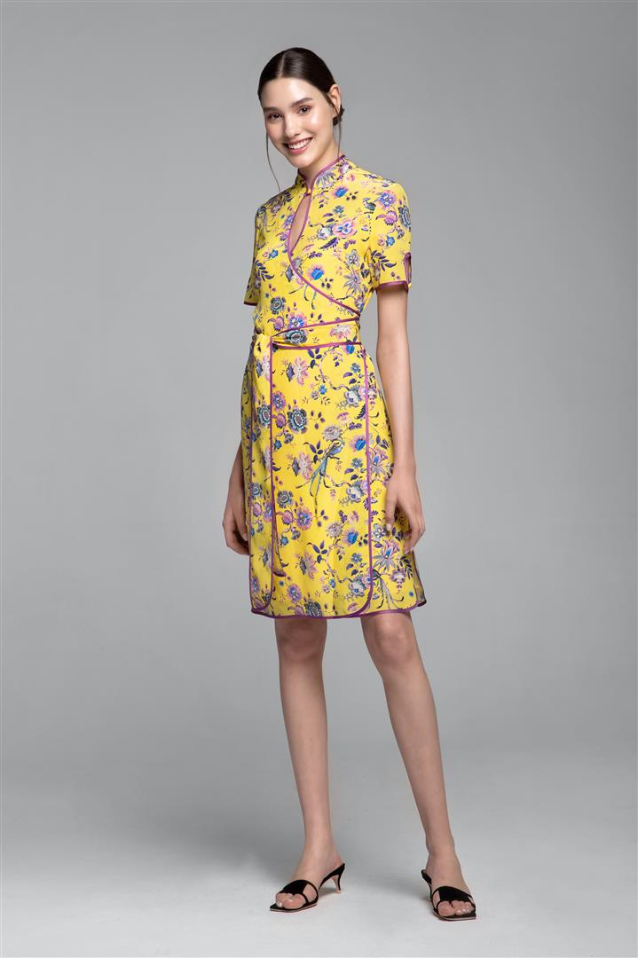 Kimono-style silk wrap dress with oriental print in yellow