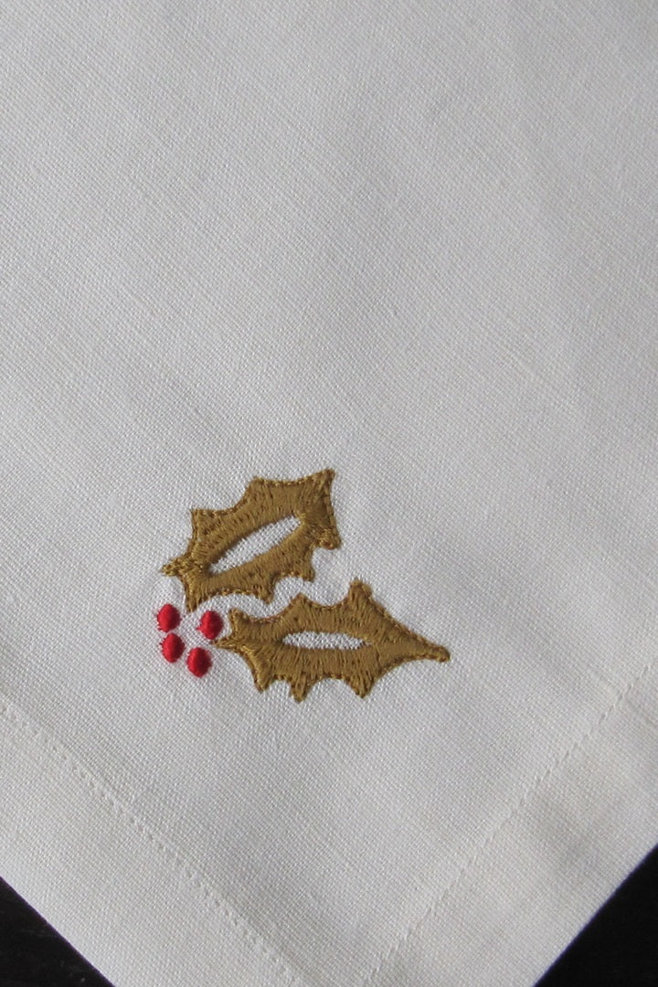 Set of 4 Embroidered Linen Napkins – Holly